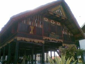 Tampak Rumoh Aceh yang berbentuk Rumah Panggung