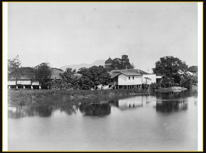 asjid Raya Baiturrahman Aceh  Sungai Aceh Koetaradja, dengan kubah masjid Baiturrahman 1888 1895