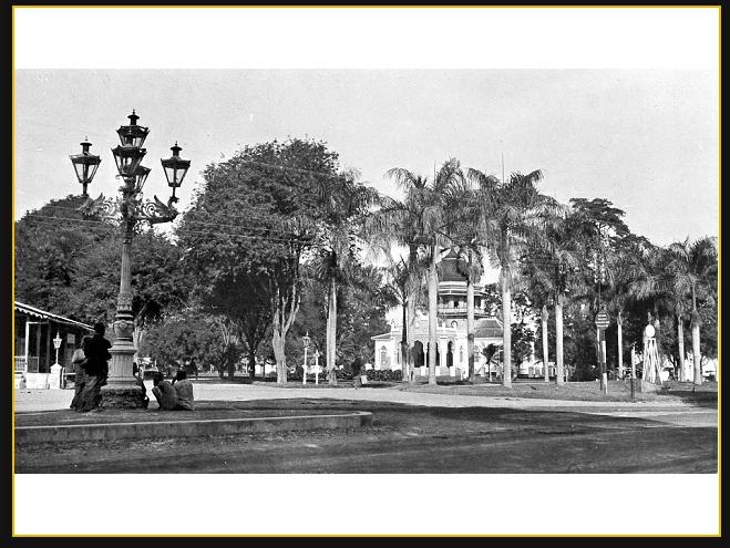 Masjid Raya Baiturrahman Aceh Street View jalan di Baiturrahman masjid di Koetaradja 1.929